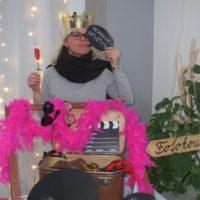 Rekvizity do fotokoutku - klobouk, paruky, brýle, knírky atd.