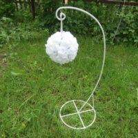 Stojan do svatební uličky bílý kovový, v 88cm, k dispozici 20ks