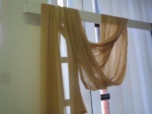 Textilie - šifon na slavobránu, stůl, hnědá, 5m
